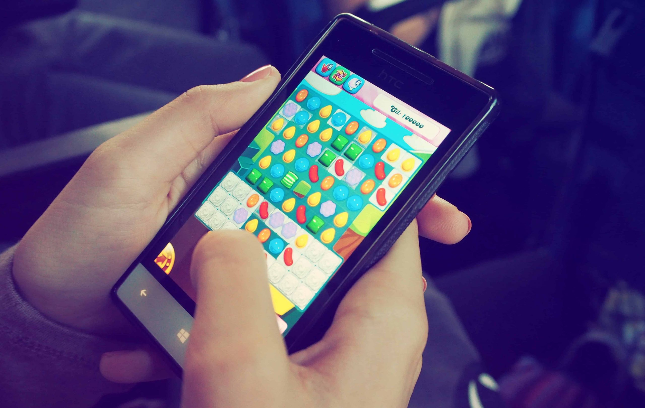person-playing-game in smartphone